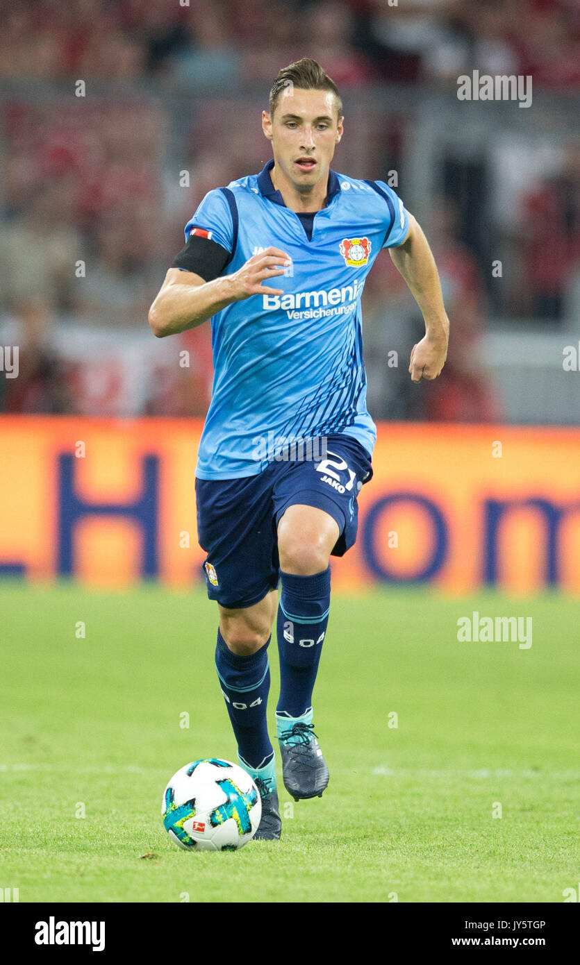 Deutschland. 18th Aug, 2017. Dominik KOHR (Leverkusen) mit Ball, Einzelaktion GES/ Fussball/ 1. Bundesliga: FC Bayern Munich - Bayer 04 Leverkusen, 18.08.2017 -- Football/ Soccer 1st. German Bundesliga Division: Bavaria Munich vs Bayer 04 Leverkusen, Munich, August 18, 2017 | Verwendung weltweit Credit: dpa/Alamy Live News - Stock Image