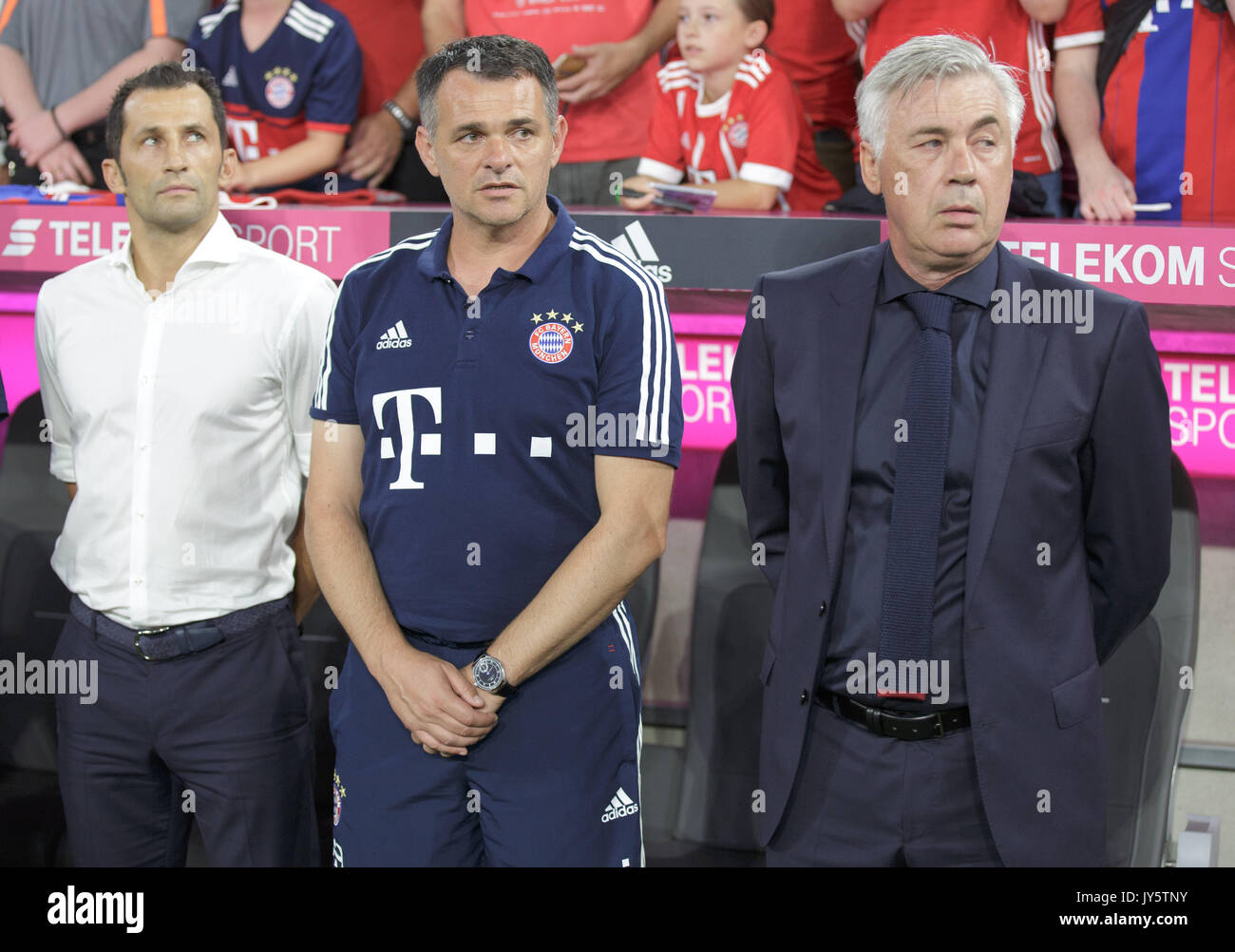 Deutschland. 18th Aug, 2017. vl. Sportdirektor Hasan SALIHAMIDZIC (FC Bayern), Co-Trainer/Assistenztrainer Willy SAGNOL (FC Bayern) und Trainer Carlo ANCELOTTI (FC Bayern) GES/ Fussball/ 1. Bundesliga: FC Bayern Munich - Bayer 04 Leverkusen, 18.08.2017 -- Football/ Soccer 1st. German Bundesliga Division: Bavaria Munich vs Bayer 04 Leverkusen, Munich, August 18, 2017 | Verwendung weltweit Credit: dpa/Alamy Live News - Stock Image