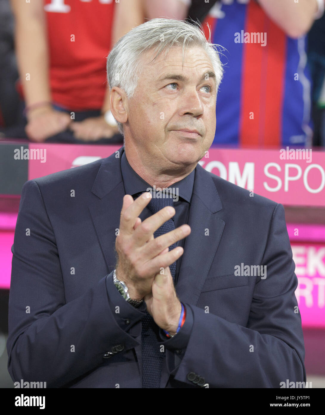 Deutschland. 18th Aug, 2017. Trainer Carlo ANCELOTTI (FC Bayern), Portrait/Portraet/Portrat/Kopf, klatscht GES/ Fussball/ 1. Bundesliga: FC Bayern Munich - Bayer 04 Leverkusen, 18.08.2017 -- Football/ Soccer 1st. German Bundesliga Division: Bavaria Munich vs Bayer 04 Leverkusen, Munich, August 18, 2017 | Verwendung weltweit Credit: dpa/Alamy Live News - Stock Image