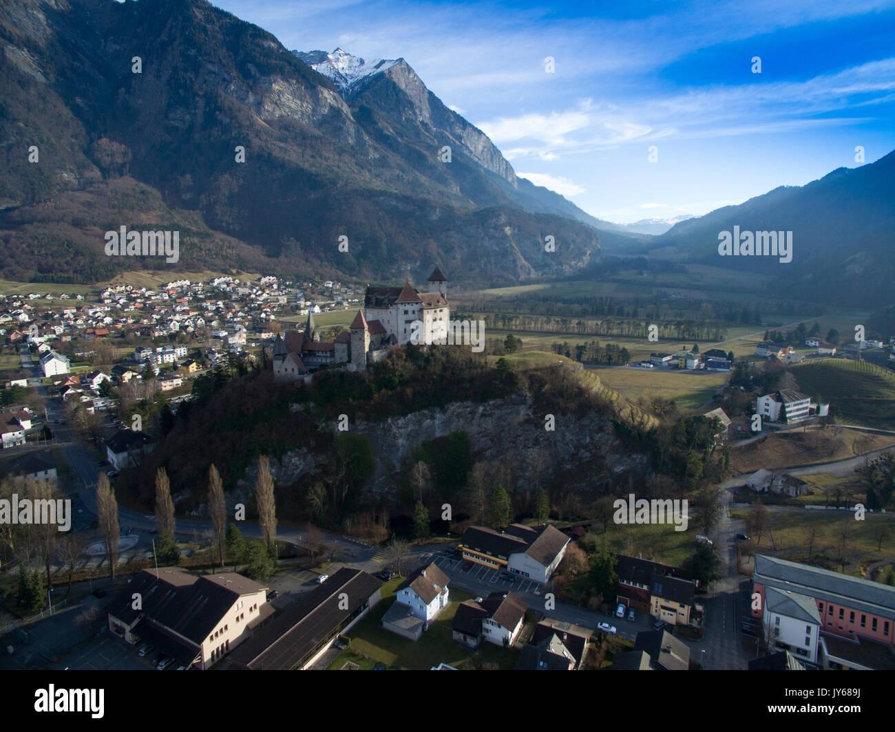 Luftaufnahme der Burg Gutenberg in Balzers im Fürstentum Liechtenstein *** Local Caption *** Balzers, Lichtenstein, Stock Photo