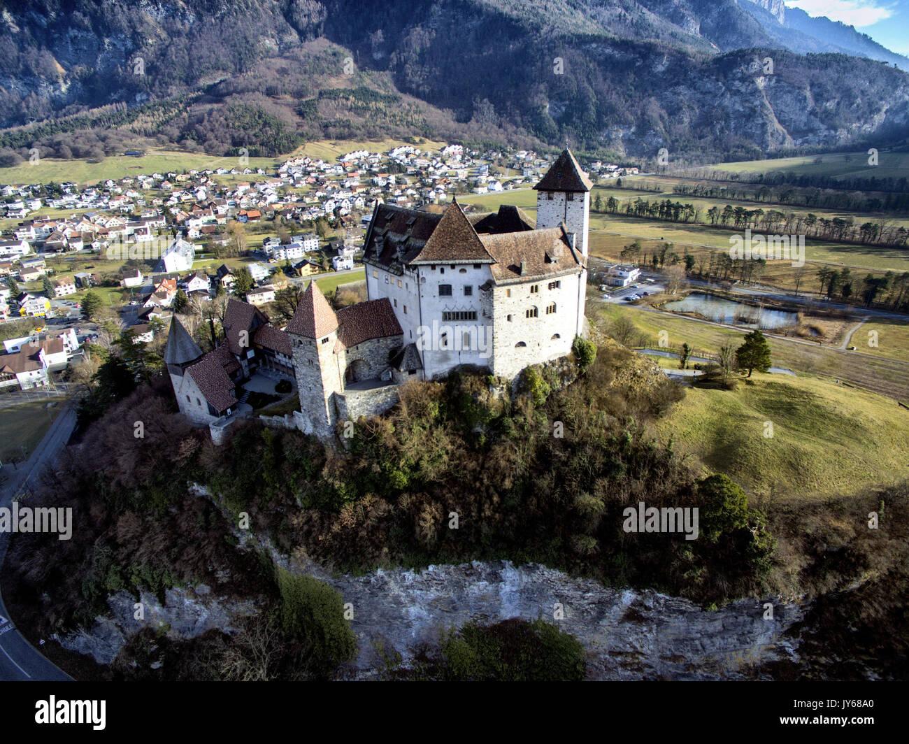 Luftaufnahme der Burg Gutenberg in Balzers im Fürstentum Liechtenstein *** Local Caption *** Castle Gutenberg, Lichtenstein, Stock Photo