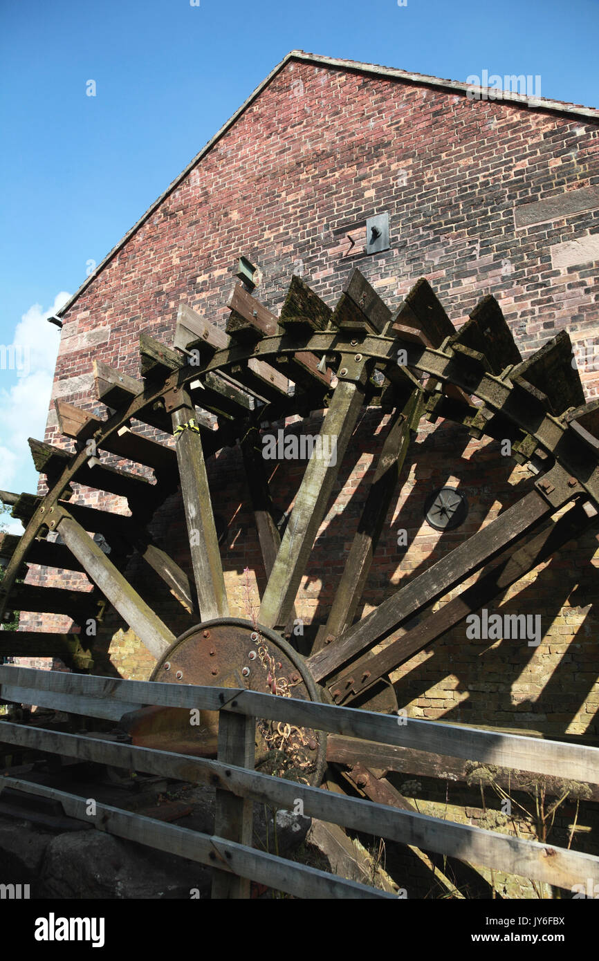The large water wheel at Cheddleton Flint Mill, used to ground flint for the pottery industry - Stock Image
