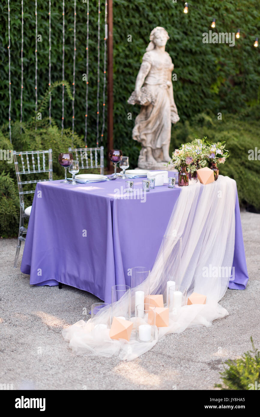 Outdoor Wedding Dinner Table Arrangement Stock Photos & Outdoor ...