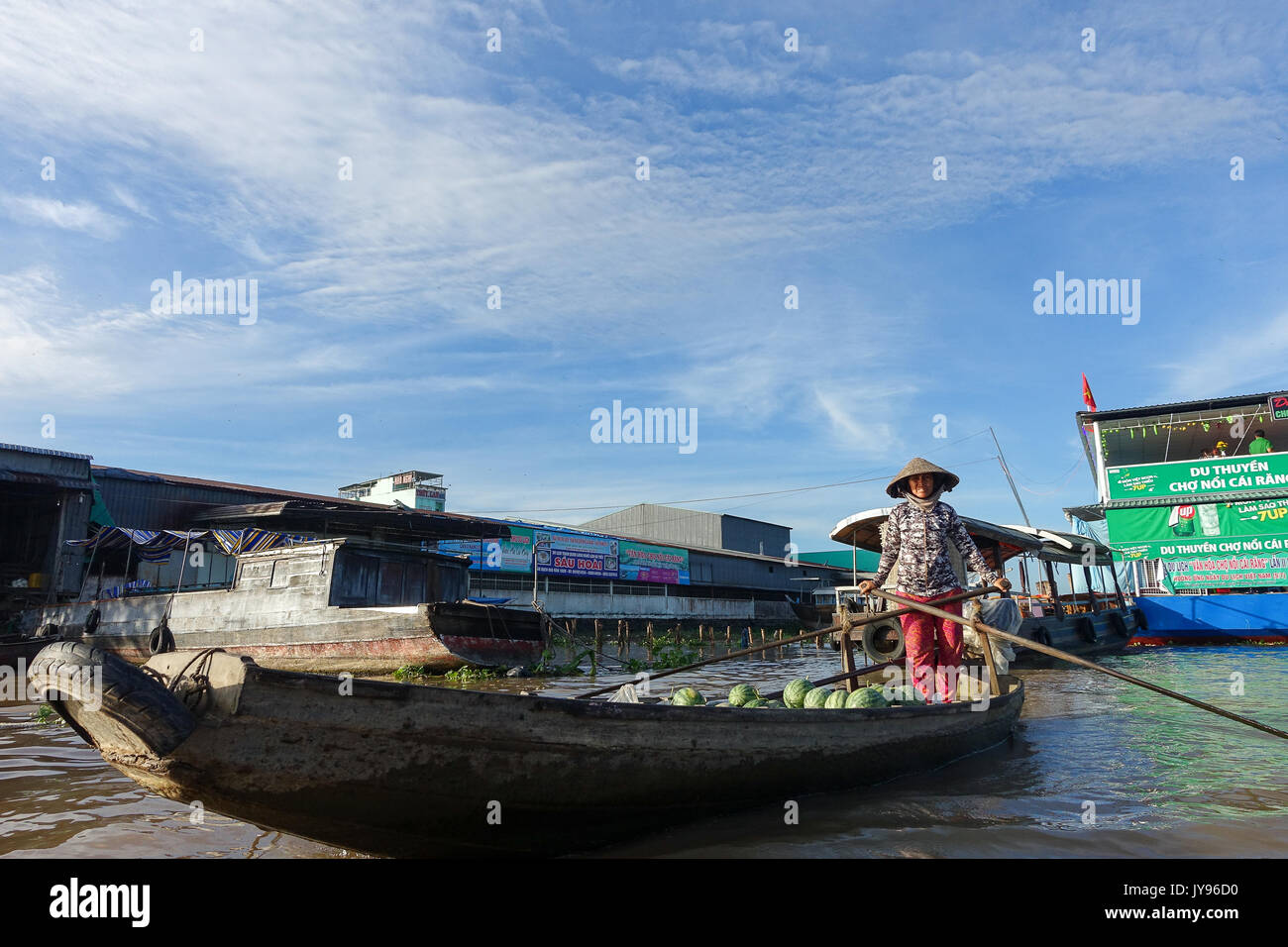 CAN THO, VIET NAM- MAY 24: Crowded atmosphere on Cai Rang floating market, group people with trade activity on farmer market of Mekong Delta, float o - Stock Image