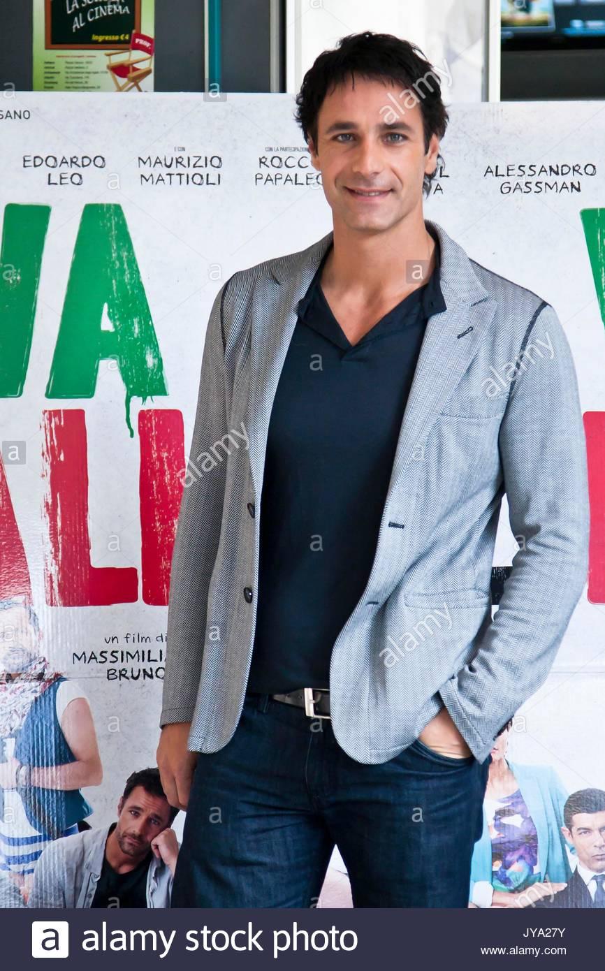 raoul bova. photocall for the film 'w l'italia' in rome, italy stock
