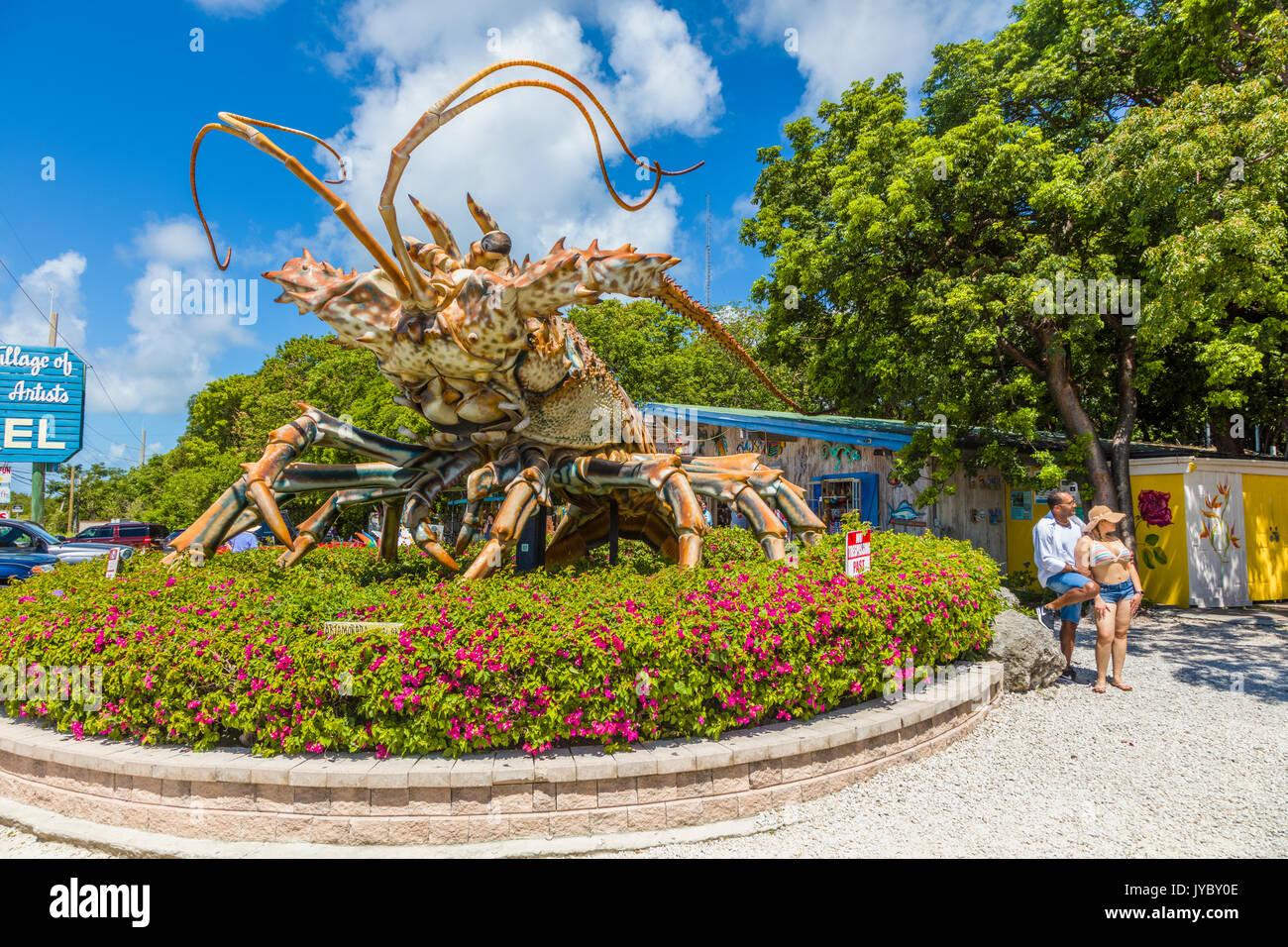 Betsy  the 30-foot-tall, 40-foot-long lobster at The Rain Barrel Artisan Village on Islamorada Key in the Florida Keys - Stock Image