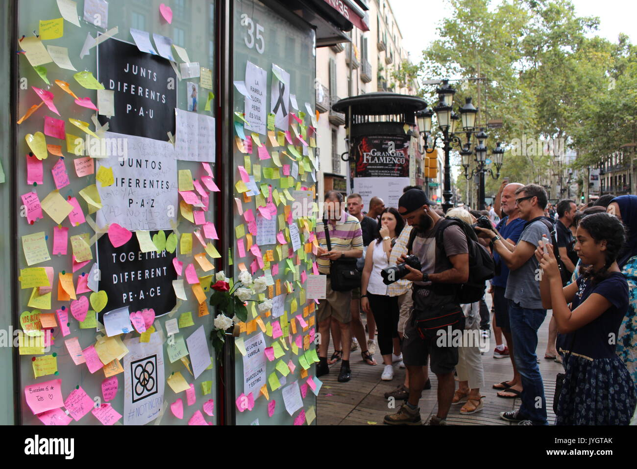 Barcelona, Spain. 19th August, 2017. Locals and tourists posting messages of condolence for the victims of the terroristic attack on Ramblas Credit: Dino Geromella/Alamy Live News Credit: Dino Geromella/Alamy Live News - Stock Image