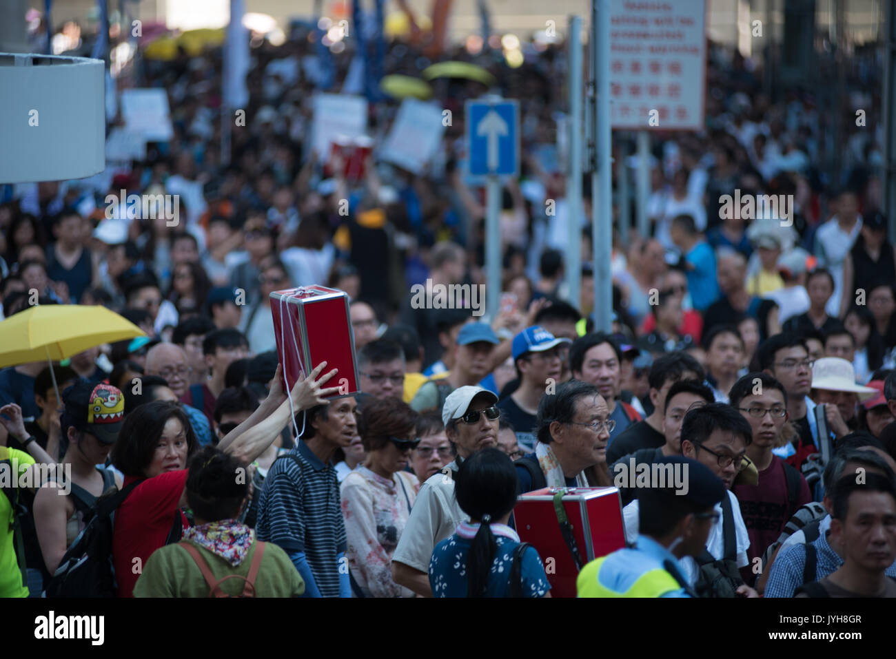 Hong Kong. 20th Aug, 2017. During the protest on 20/08 against the imprisonment of Protesters in Hong Kong, some of the organizers hoist donation boxes to the marchers. Credit: Visions of Asia/Alamy Live News - Stock Image
