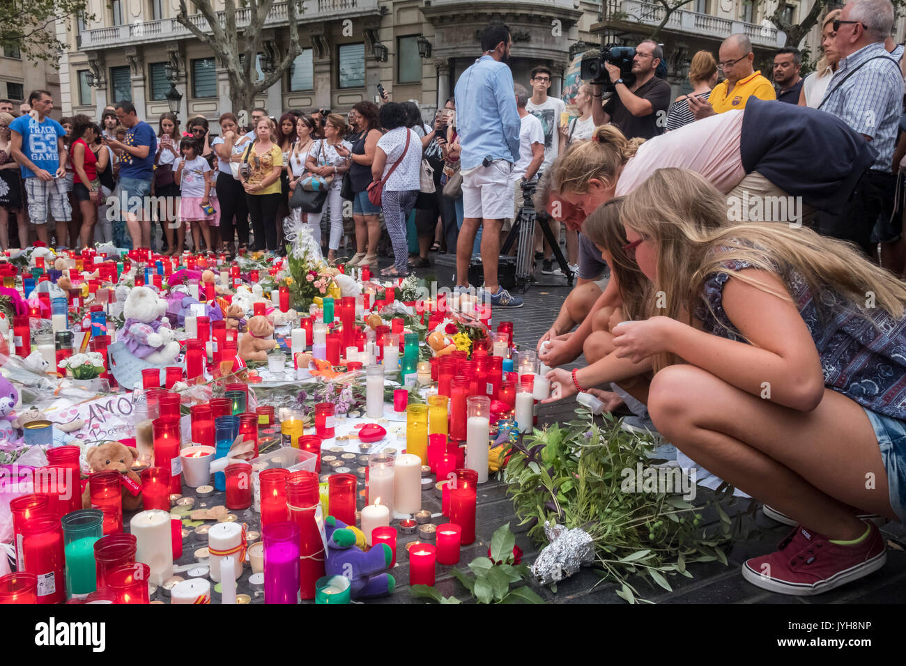 Barcelona, Spain. 19th Aug, 2017. On 19 August 2017 the city of Barcelona suffered the ISIS terrorist attack, with a total of 13 dead and hundreds injured. The city was an example of generosity with the victims and of brotherhood with the Muslim people. Barcelona shouts to the whole world: We are not afraid! Credit: Miguel Galmés/Alamy Live News Stock Photo