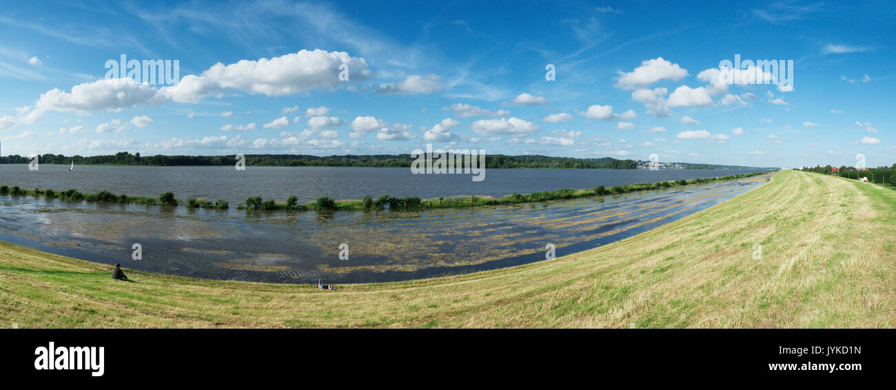 Hamburg Erbe river shore on low tide Germany - Stock Image
