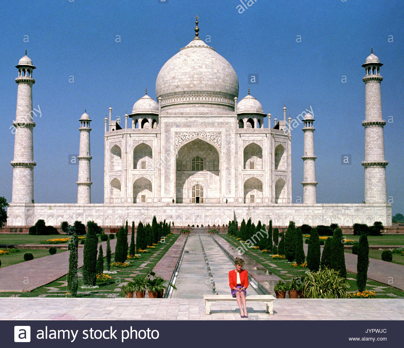 "Embargoed to 0001 Monday August 21 File photo dated 11/02/92 of Diana, Princess of Wales in front of the Taj Mahal, during a Royal tour of India. Diana, Princess of Wales was a woman whose warmth, compassion and empathy for those she met earned her the description the ""people's princess"". - Stock Image"