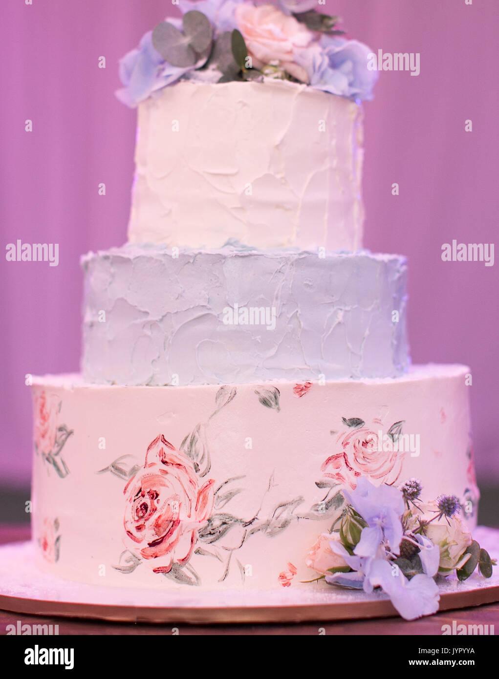 Three Tier Cake Stock Photos & Three Tier Cake Stock Images - Alamy