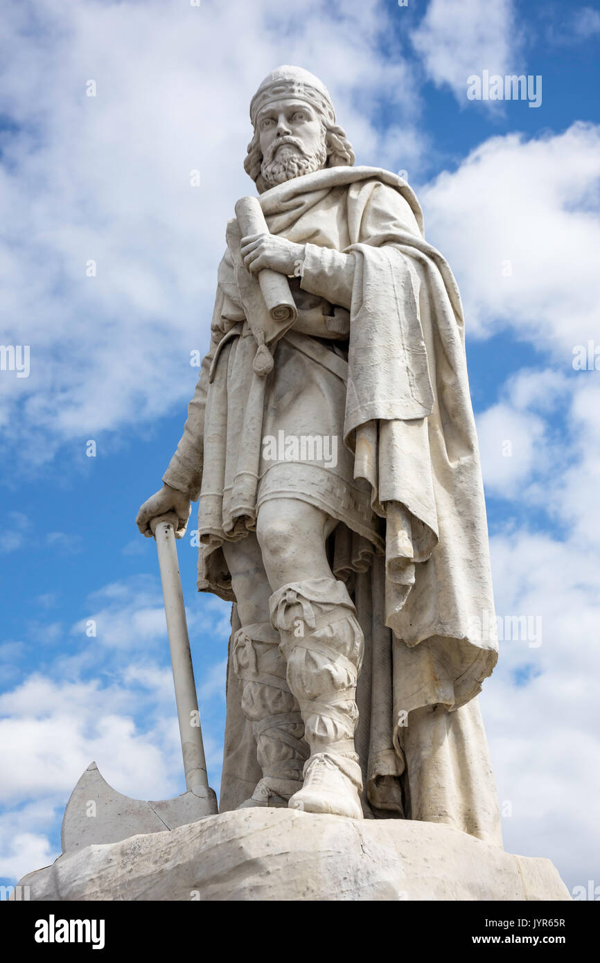 Statue of King Alfred the Great, Market Place, Wantage, Oxfordshire, England, United Kingdom - Stock Image