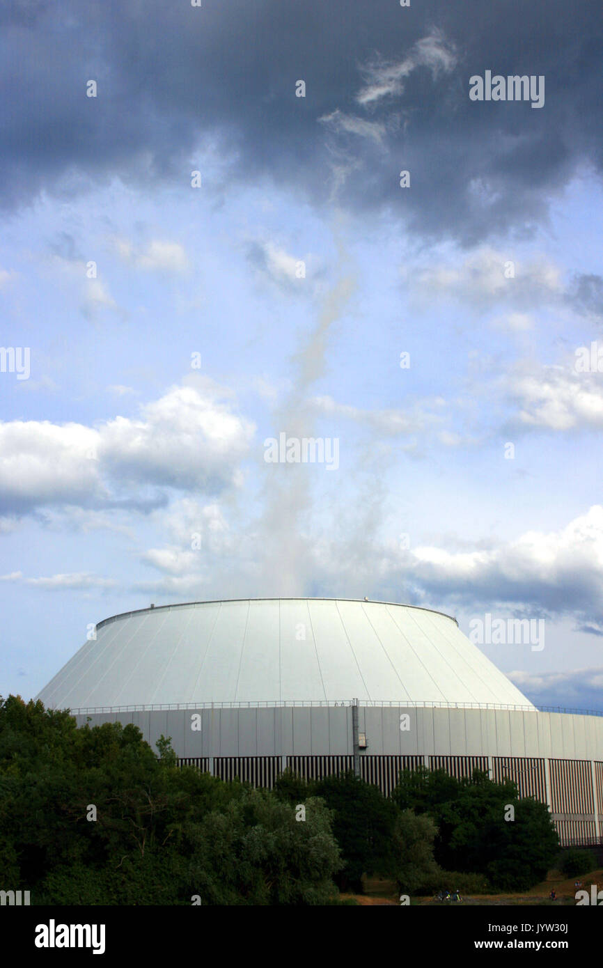 Kühlturm Atomkraftwerk - Stock Image