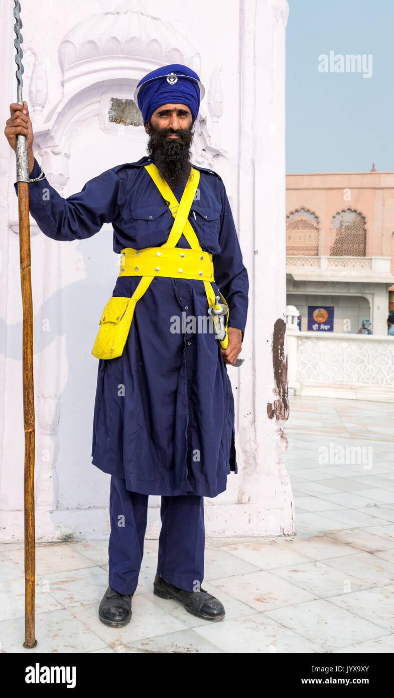 Sikh guard at The Golden Temple Complex in the Sikh city of Amritsar, Punjab, Northern India Stock Photo