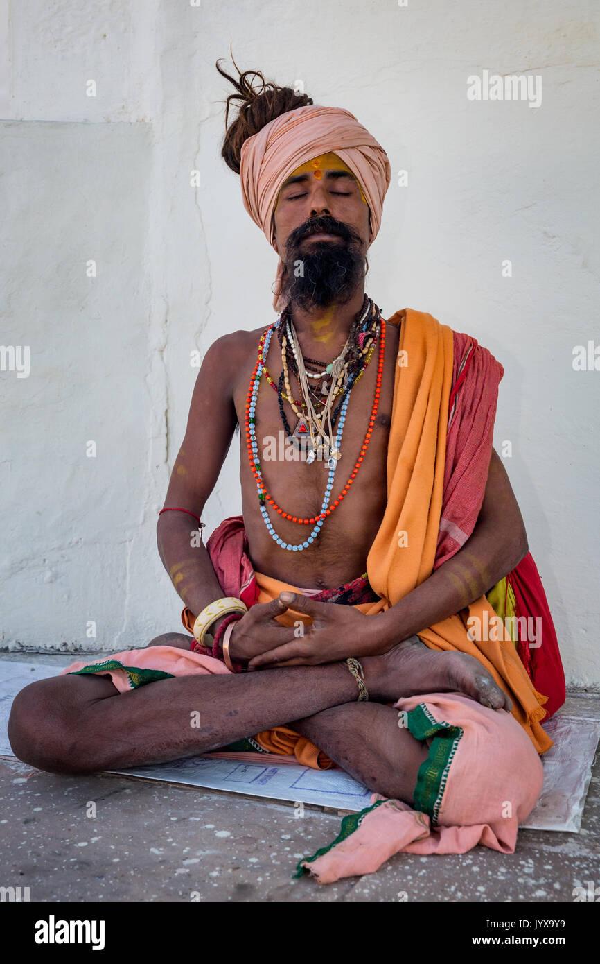 Sadhu in lotus position, portrait, Pushkar, Rajasthan, India - Stock Image