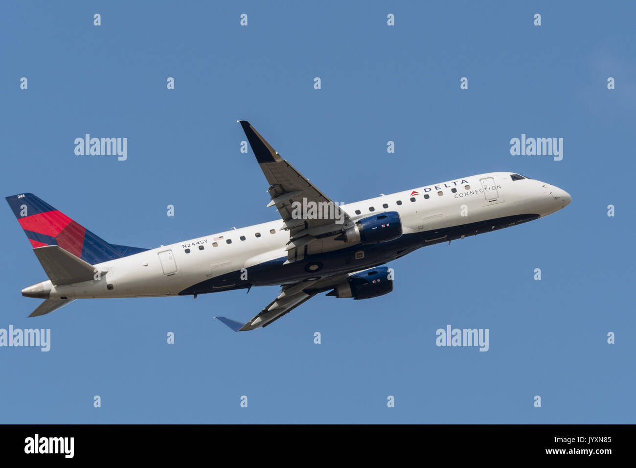 Richmond, British Columbia, Canada. 18th Aug, 2017. A Delta Connection Embraer 175 ( ERJ-170-200LR) narrow-body Stock Photo