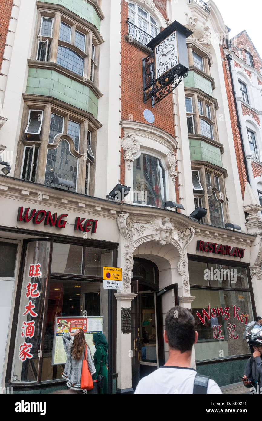 Wong Kei Chinese Cantonese restaurant in Chinatown, 41-43 Wardour St, London W1D 6PY, UK - Stock Image