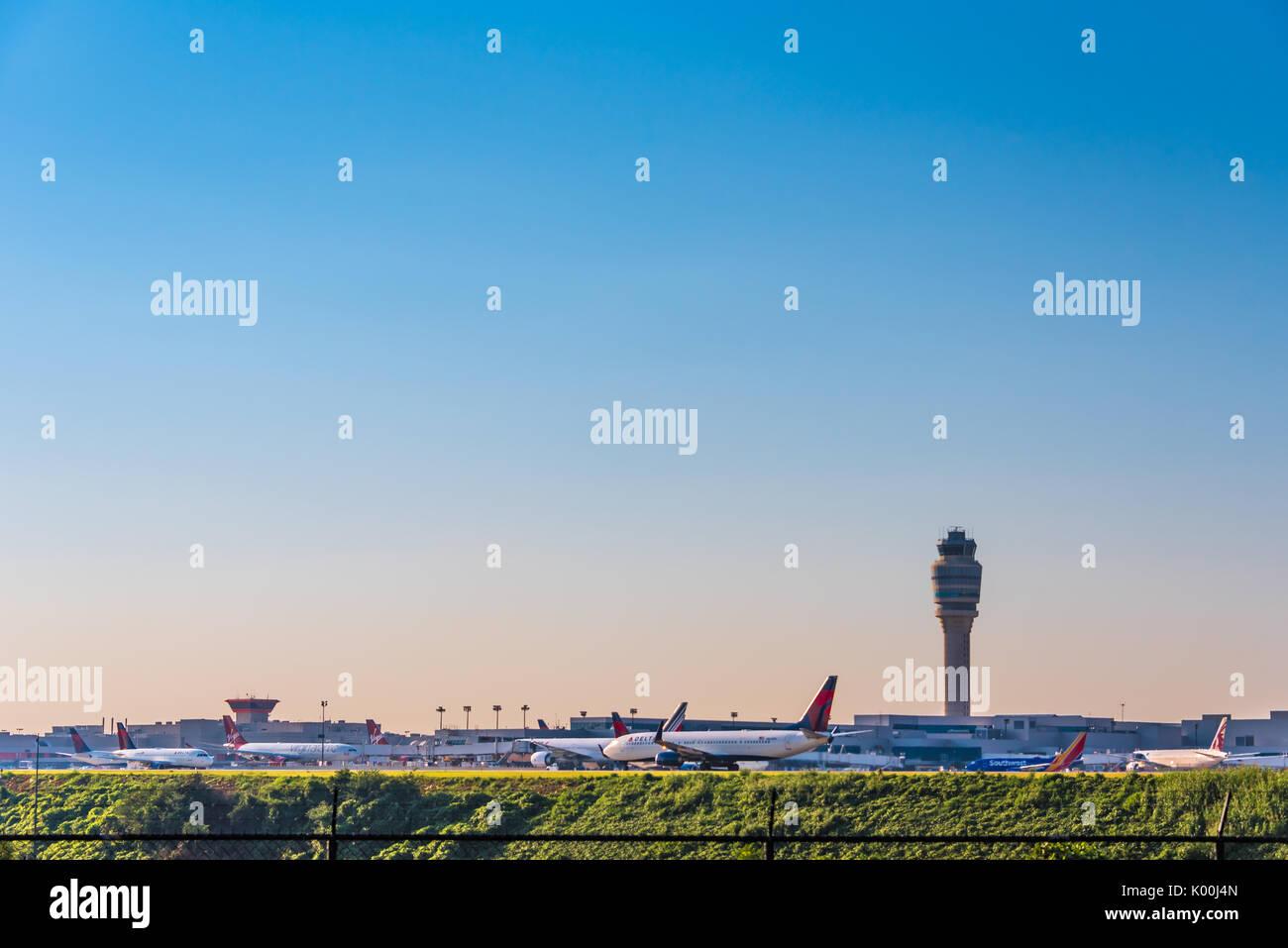 Atlanta, Georgia airline traffic at Hartsfield-Jackson Atlanta International Airport, the world's busiest airport. (USA) - Stock Image