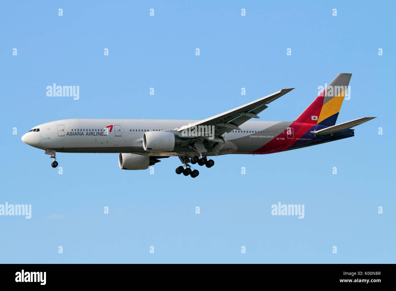 Long haul air travel. Asiana Airlines Boeing 777-200ER on approach - Stock Image