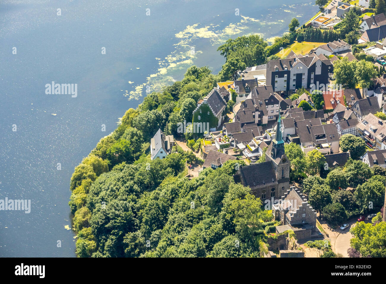 Freedom weather, keep of the castle weather with the neighboring timbered area of freedom, waterweed species Elodea nuttallii in Harkortsee, Wetter (R - Stock Image