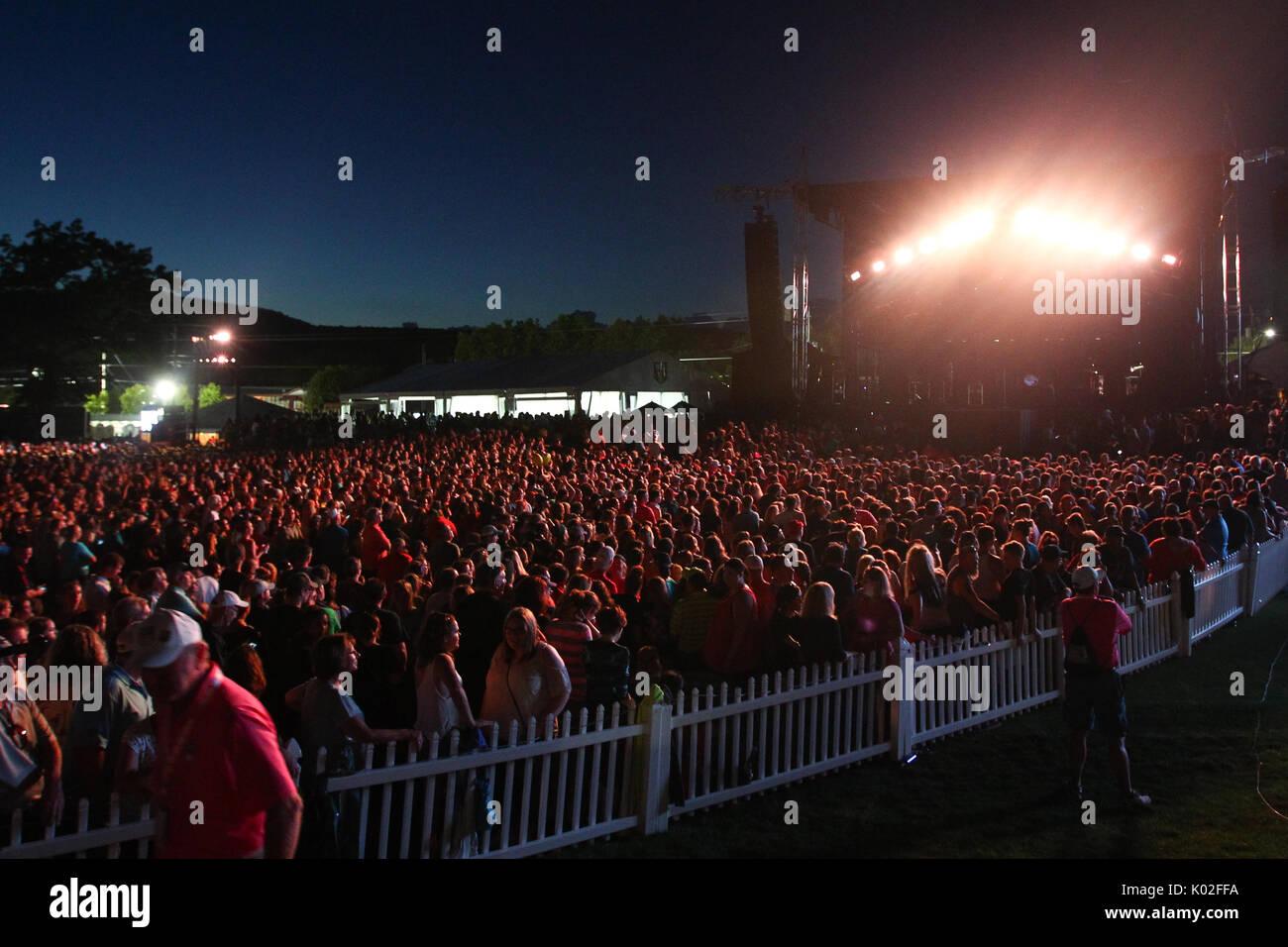 ENDICOTT, NY-AUG 18: Singer Jon Bon Jovi performs at En ...