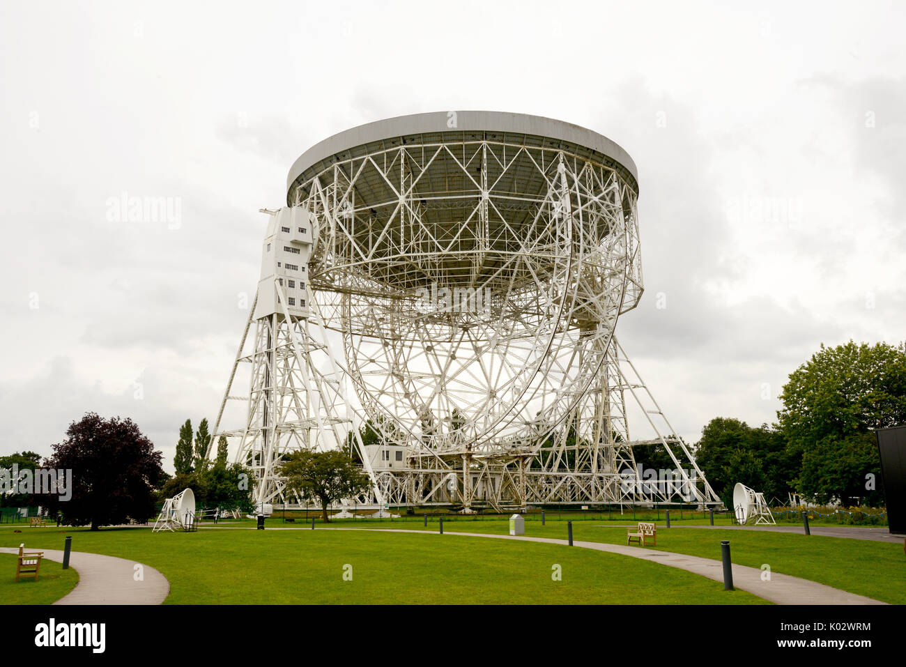 The Jodrell Bank Observatory radio telescope in Cheshire, England, which is part of the Astrophysics Dept at the University of Manchester. - Stock Image