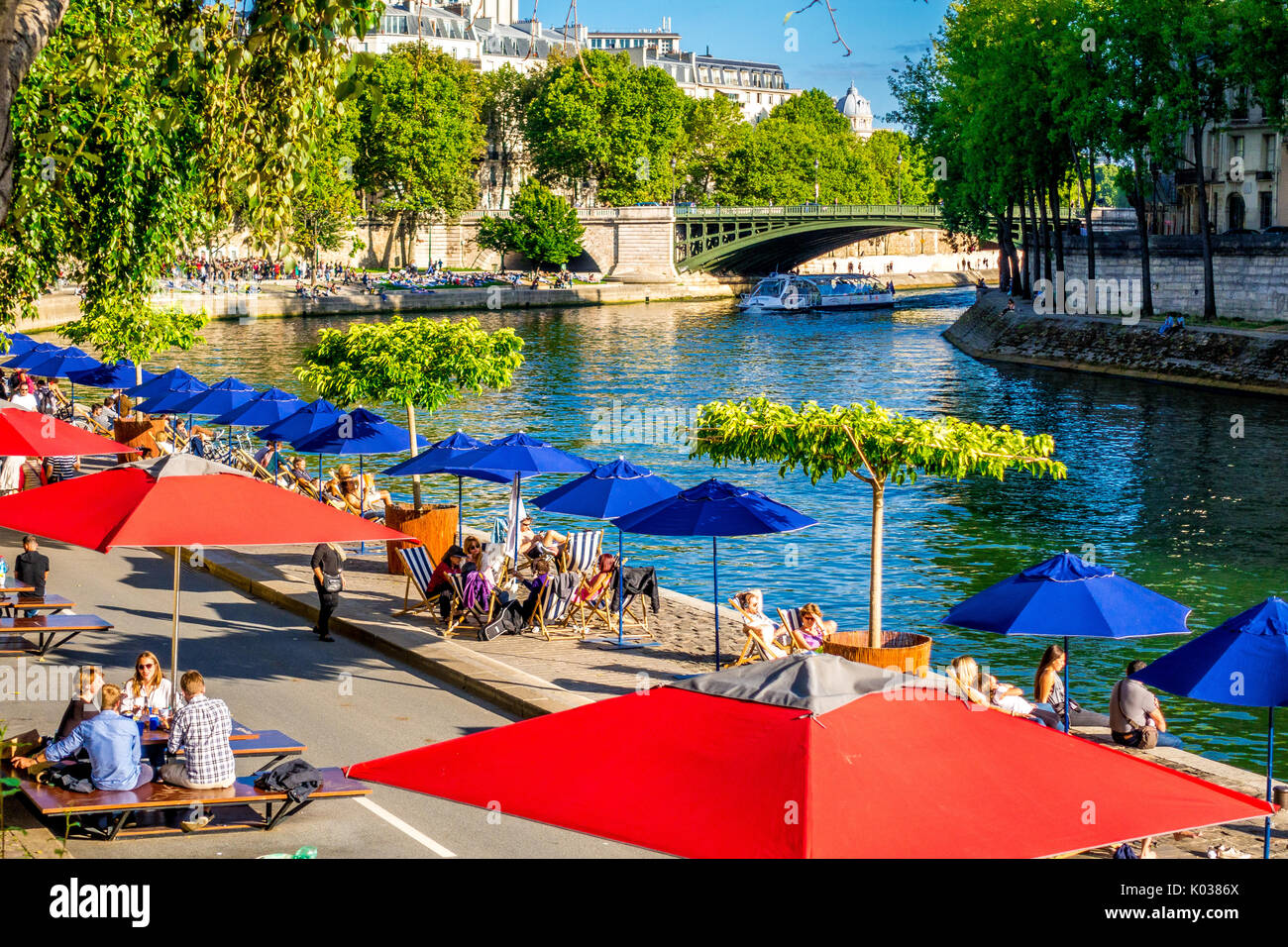 Crowds of people enjoy a summer day during the Paris Plages - Stock Image
