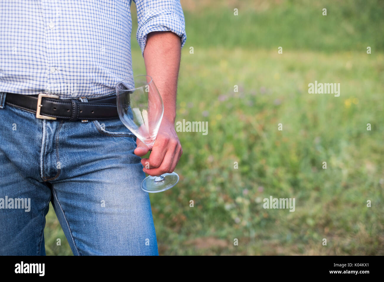 Expert winemaker tasting wine in the countryside - Stock Image