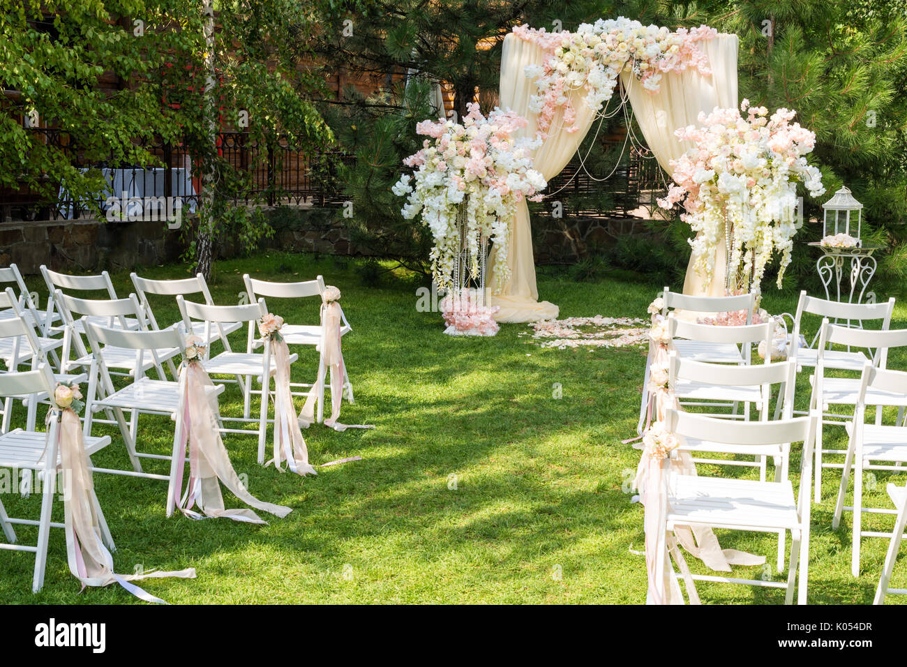 Wedding Ceremony Ideas Flower Covered Wedding Arch: Wedding Arch Decorated With Cloth And Flowers Outdoors