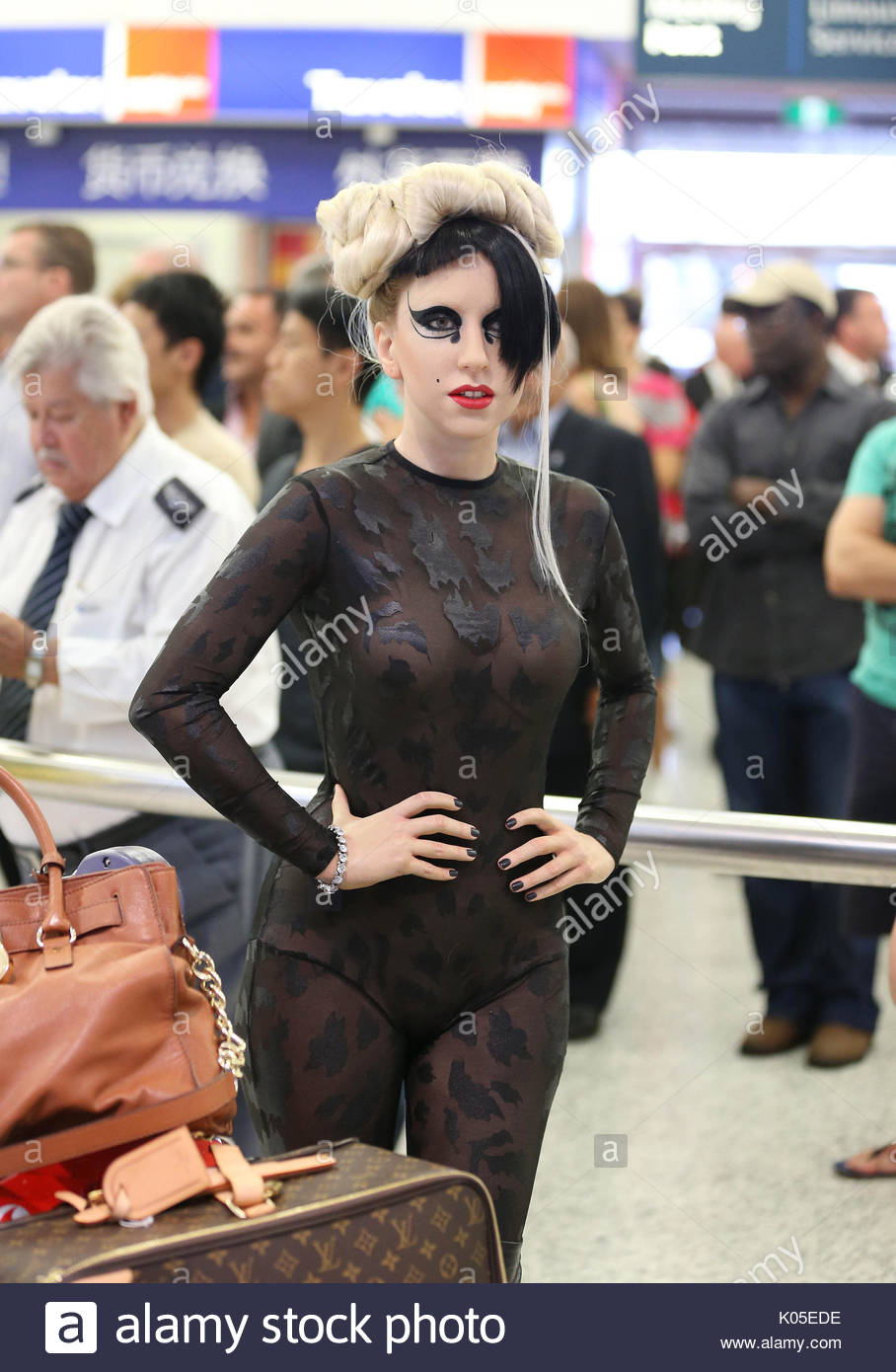 Who does lady gaga date in Sydney