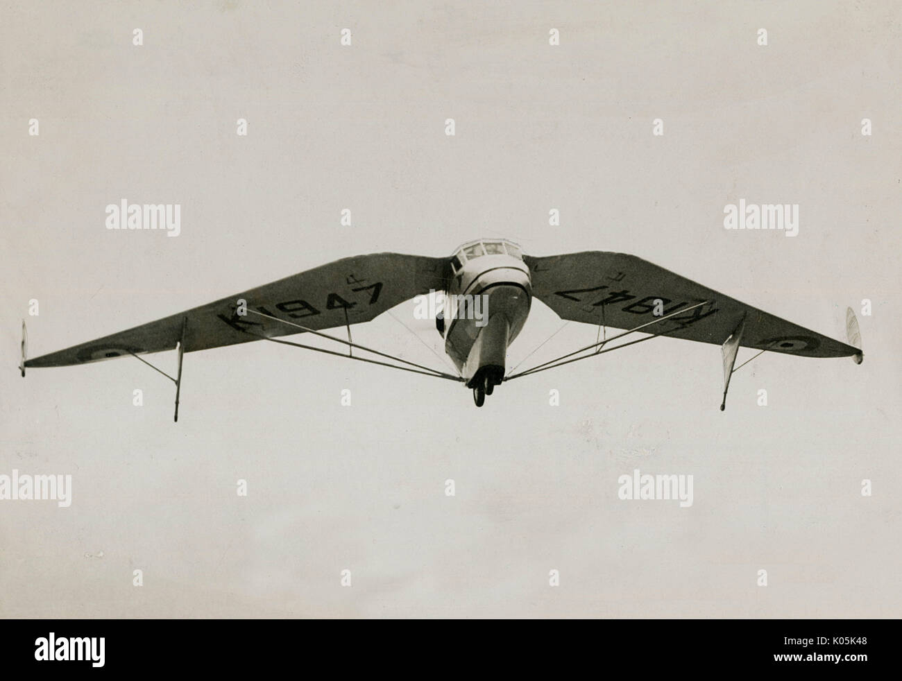A later version of Geoffrey  Hill's tailless aircraft,  whose control is effected by  moving the tips of the wings.      Date: 1931 - Stock Image