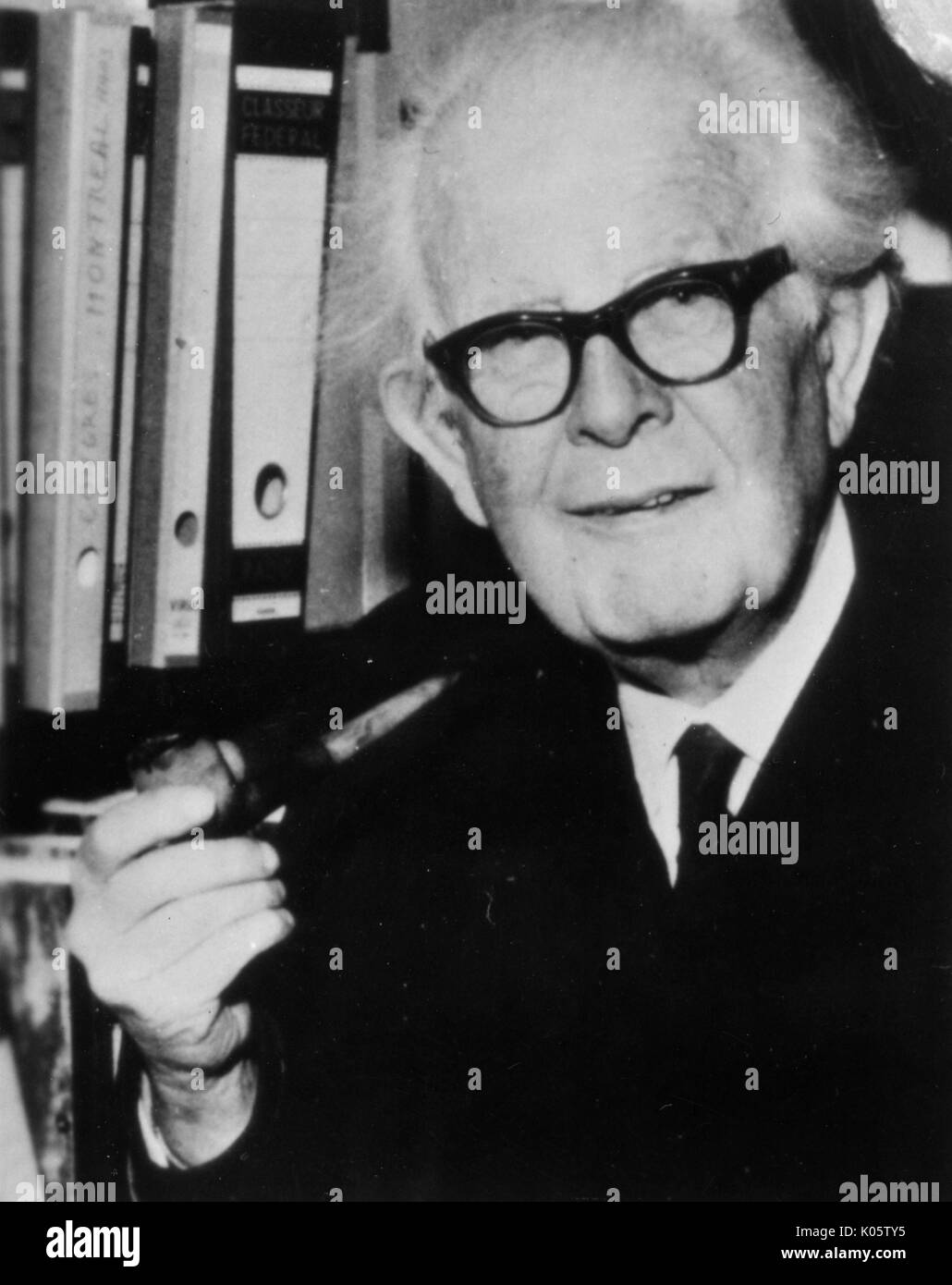 jean piaget by mjeanibay Bruner (1960) opposed piaget's notion of readiness he argued that schools waste time trying to match the complexity of subject material to a child's cognitive stage of development he argued that schools waste time trying to match the complexity of subject material to a child's cognitive stage of development.