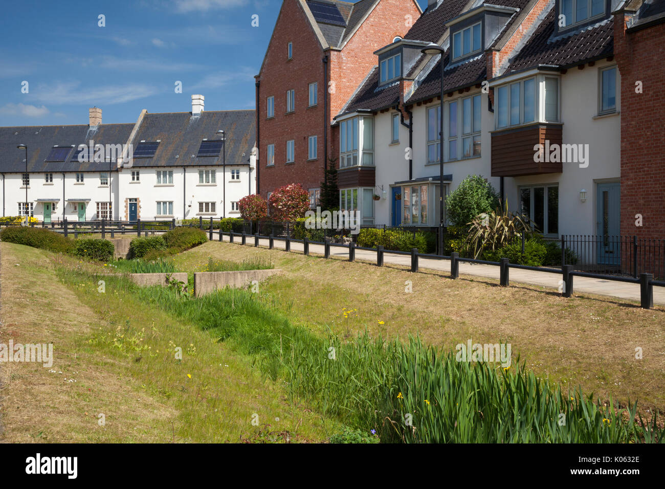 Part of the mixed housing styles to be found within the contemporary eco-design development at Upton in Northampton, England. - Stock Image