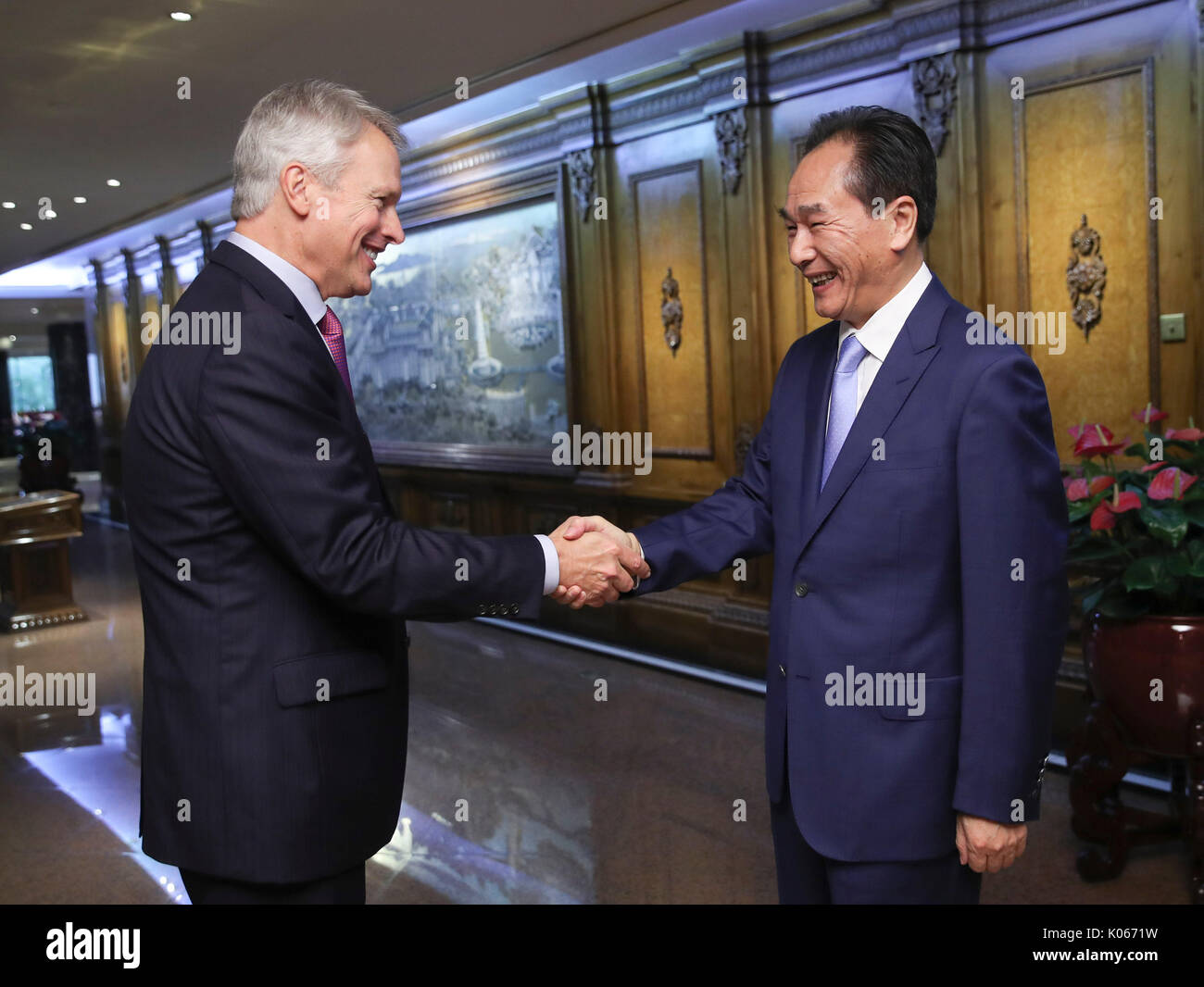 (170821) -- BEIJING, Aug. 21, 2017 (Xinhua) -- President of Xinhua News Agency Cai Mingzhao (R) meets with his Associated Press (AP) counterpart Gary Pruitt in Beijing, capital of China, Aug. 21, 2017. (Xinhua/Xie Huanchi) (zhs) - Stock Image