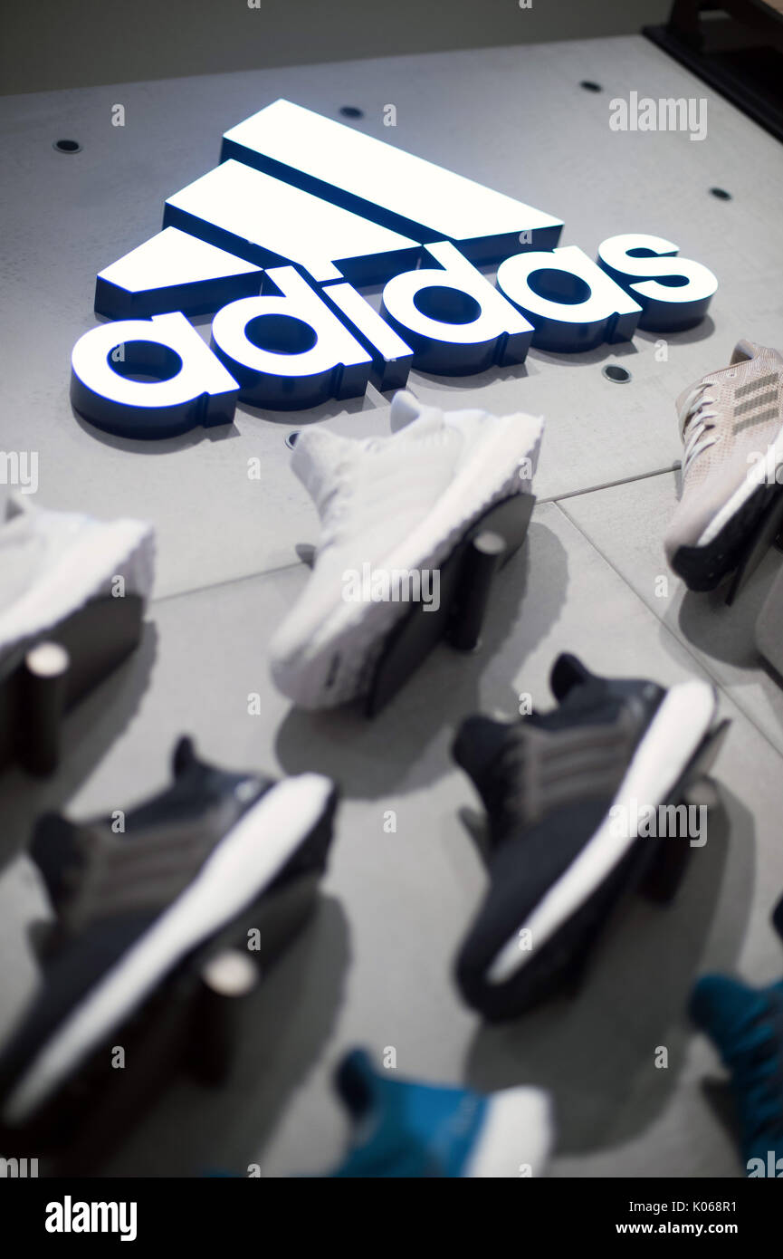 846285b6e5e Images Photos On Logo amp; Wall Stock Adidas xqgYCz