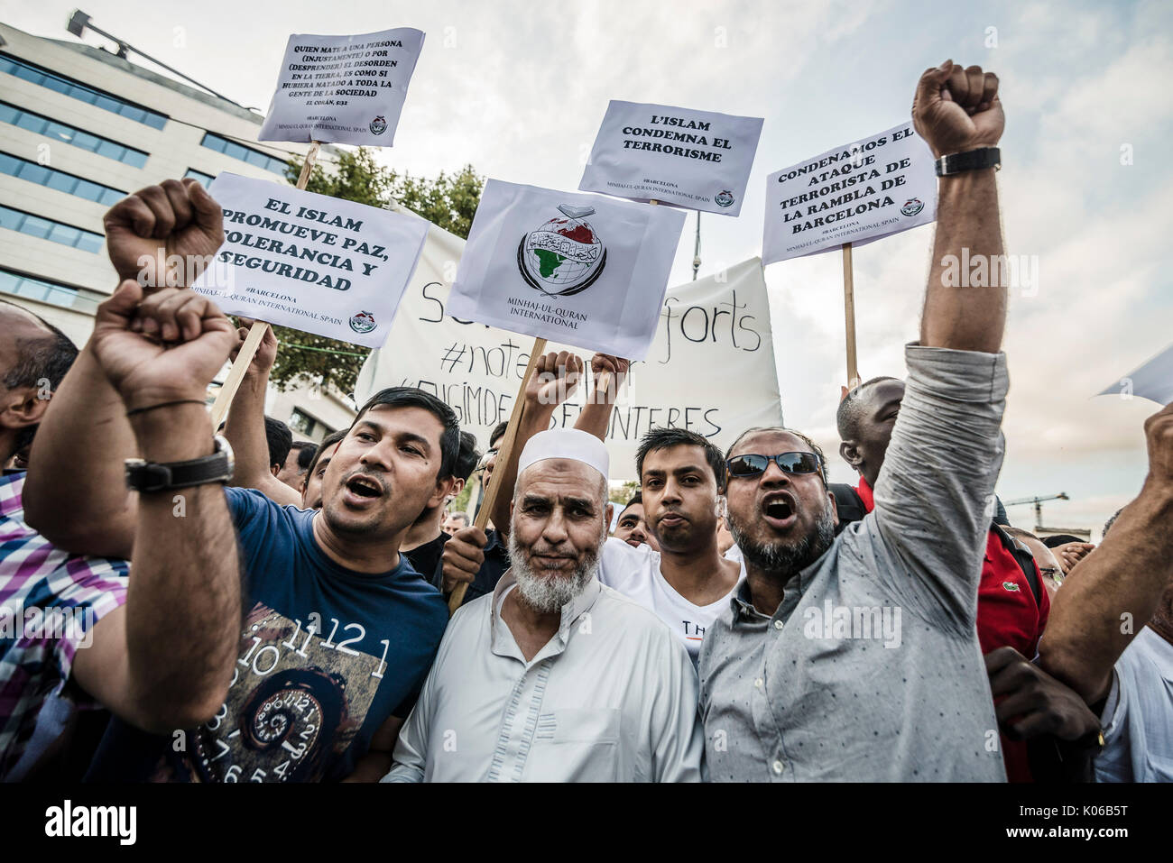 Barcelona, Spain. 21st Aug, 2017. Muslim protestors with their placards condemn the recent jihadist terror attacks in Barcelona and Cambrils which killed 15 people and injured more than 100 shouting slogans at Catalonia Square Credit: Matthias Oesterle/Alamy Live News - Stock Image