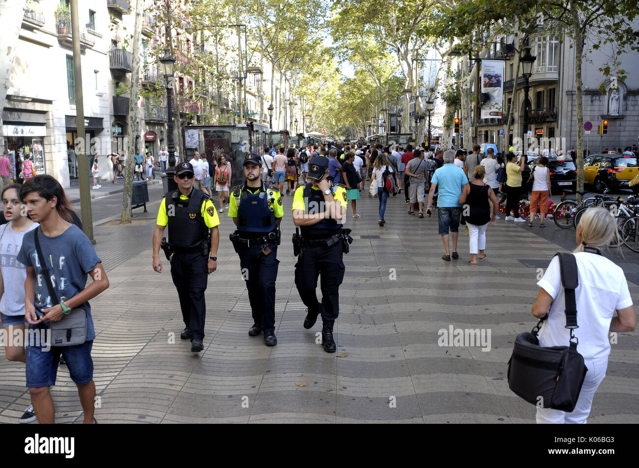 Ramblas, Barcelona, Spain. 20th  August 2017.People bring flowers, light up candles and leave dolls prayers and meditations At canaletas fontain as a symbol of the Ramblas attack  to pay  tribute  to the victims of  the terrorist attack in Barcelona. Credit: fototext/Alamy Life News - Stock Image
