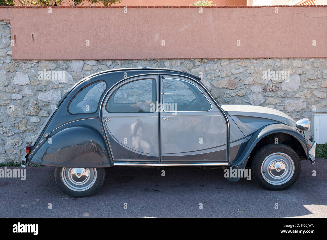citroen 2cv charleston stock photos citroen 2cv charleston stock images alamy. Black Bedroom Furniture Sets. Home Design Ideas