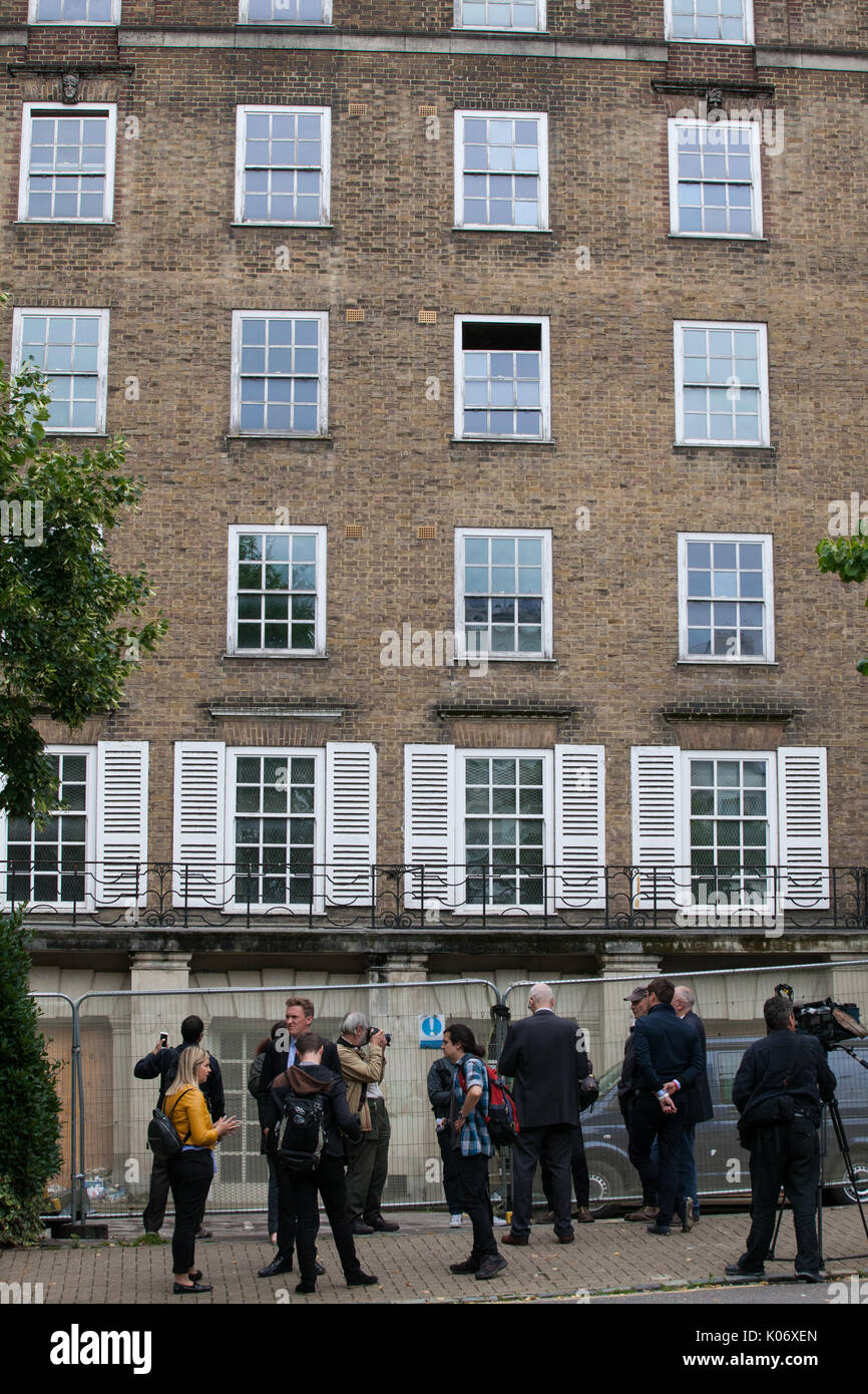 London, UK. 10th August, 2017. Class War activists, accompanied here by journalists, protest outside Duke's Lodge in Holland Park, an empty apartment  - Stock Image