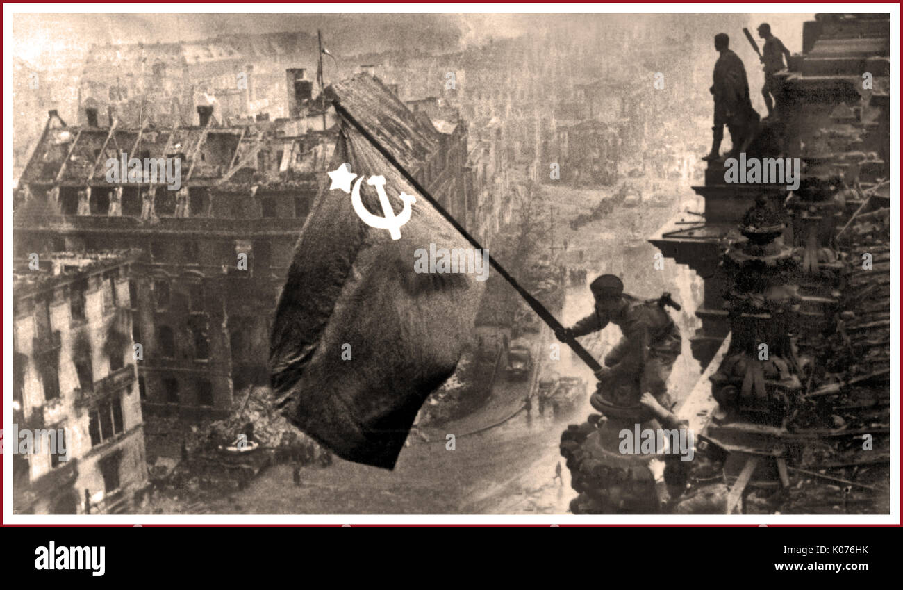 RUSSIAN FLAG BERLIN REICHSTAG World War 2 Germany Raising a