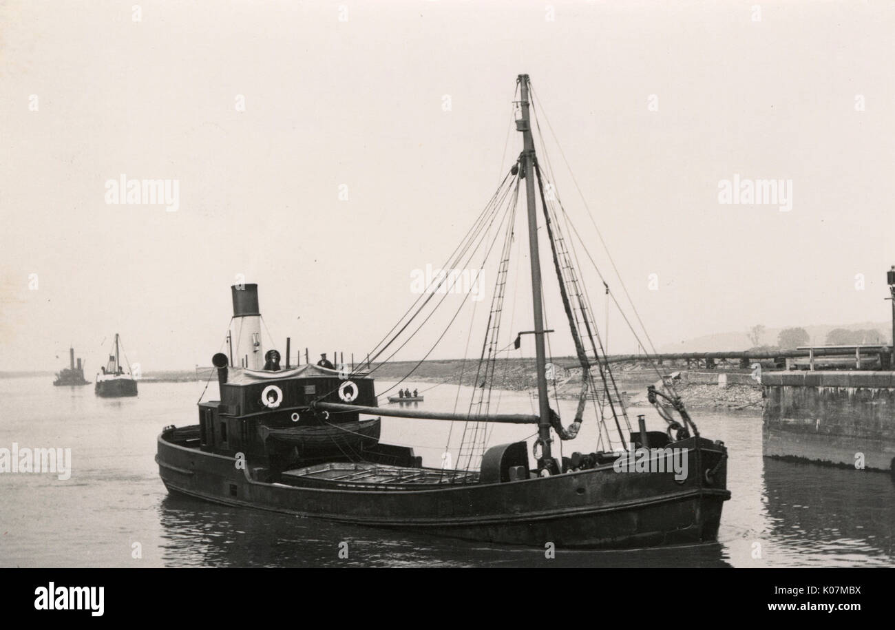 A Puffer boat - the 'Adherance' (1914) - Jas. Cooper, Widnes - pictured in the 1920s     Date: 1920s - Stock Image