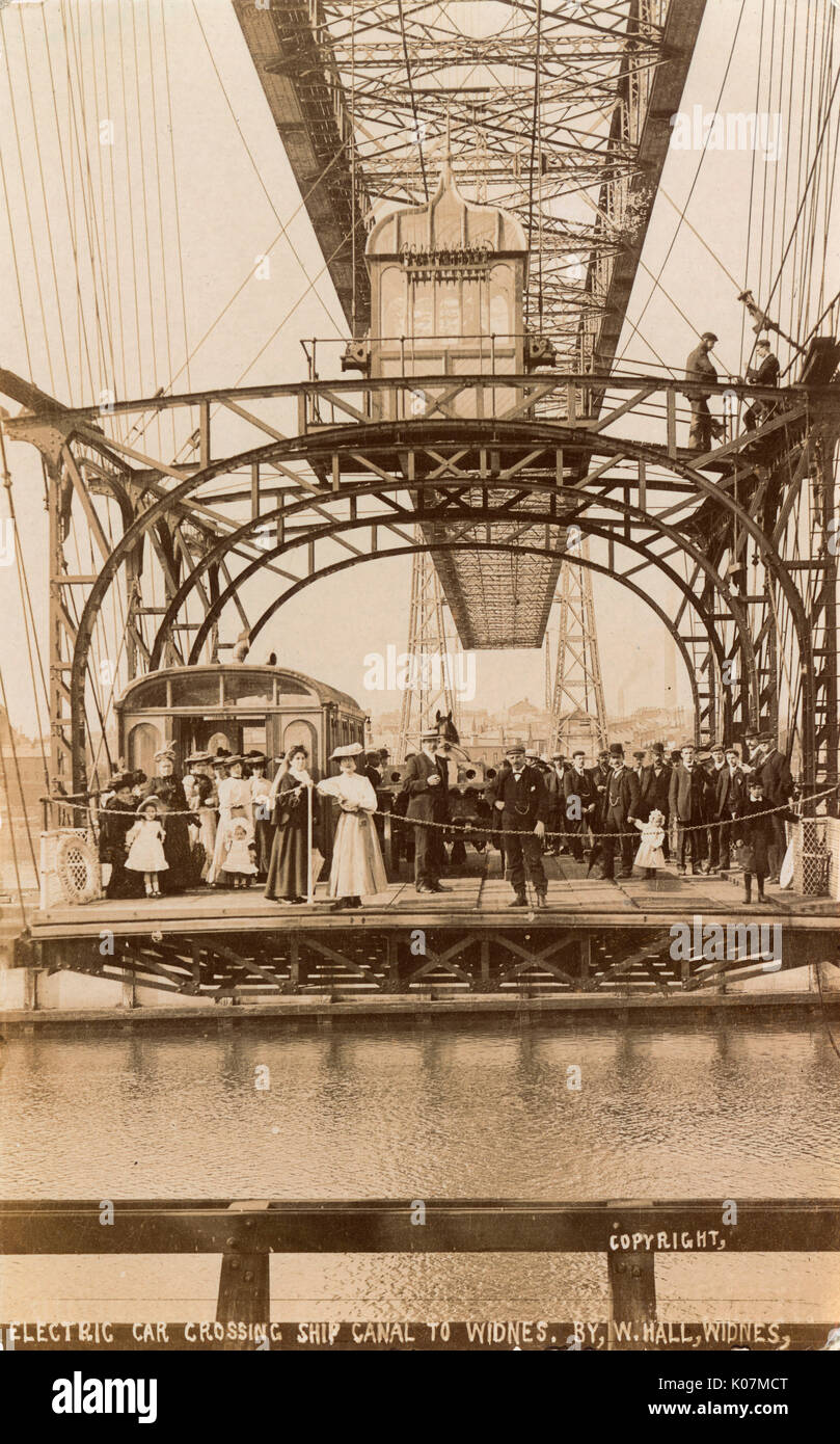 The Runcorn-Widnes Transporter Bridge crossed the river Mersey and Manchester Ship Canal linking the towns of Runcorn and Widnes. Opened on 29th May 1905.     Date: circa 1905 - Stock Image