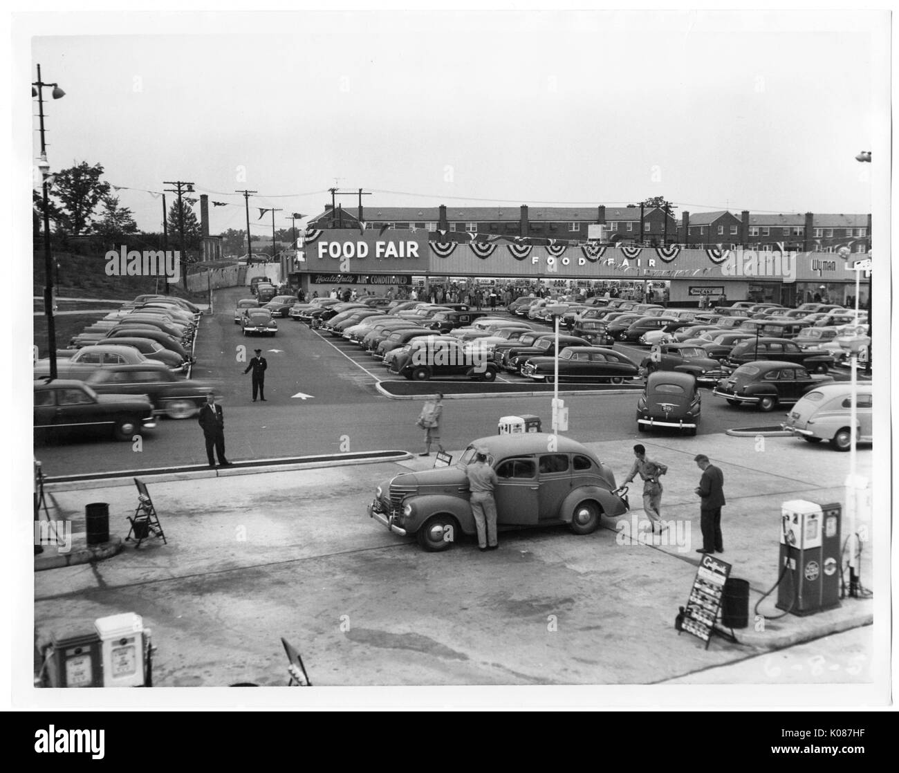 Parking Lot In Northwood Shopping Center With Hundreds Of Cars Stock
