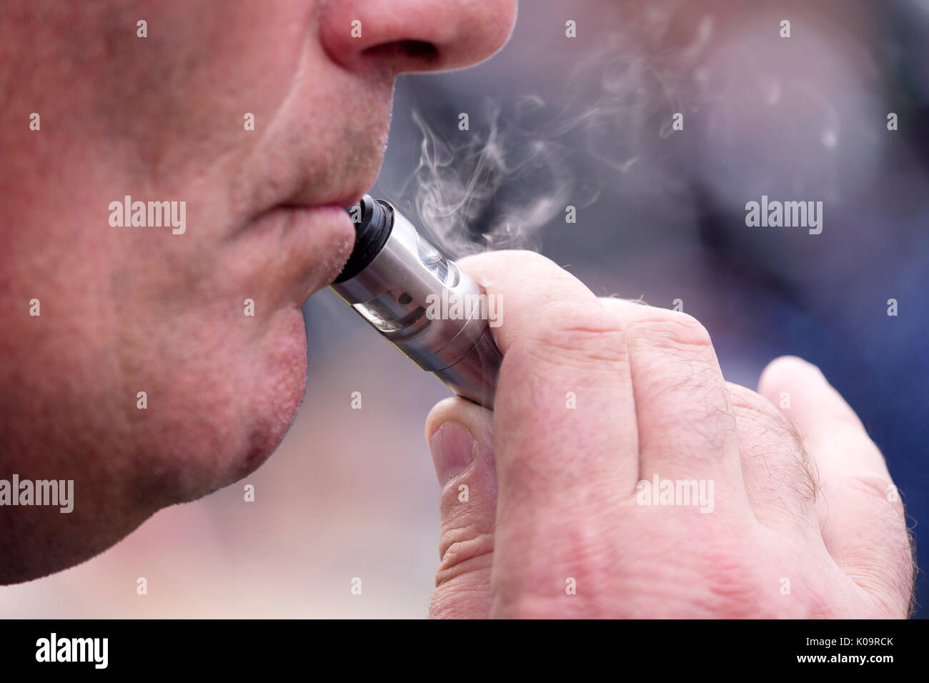 Man using an e-cigarette - Stock Image