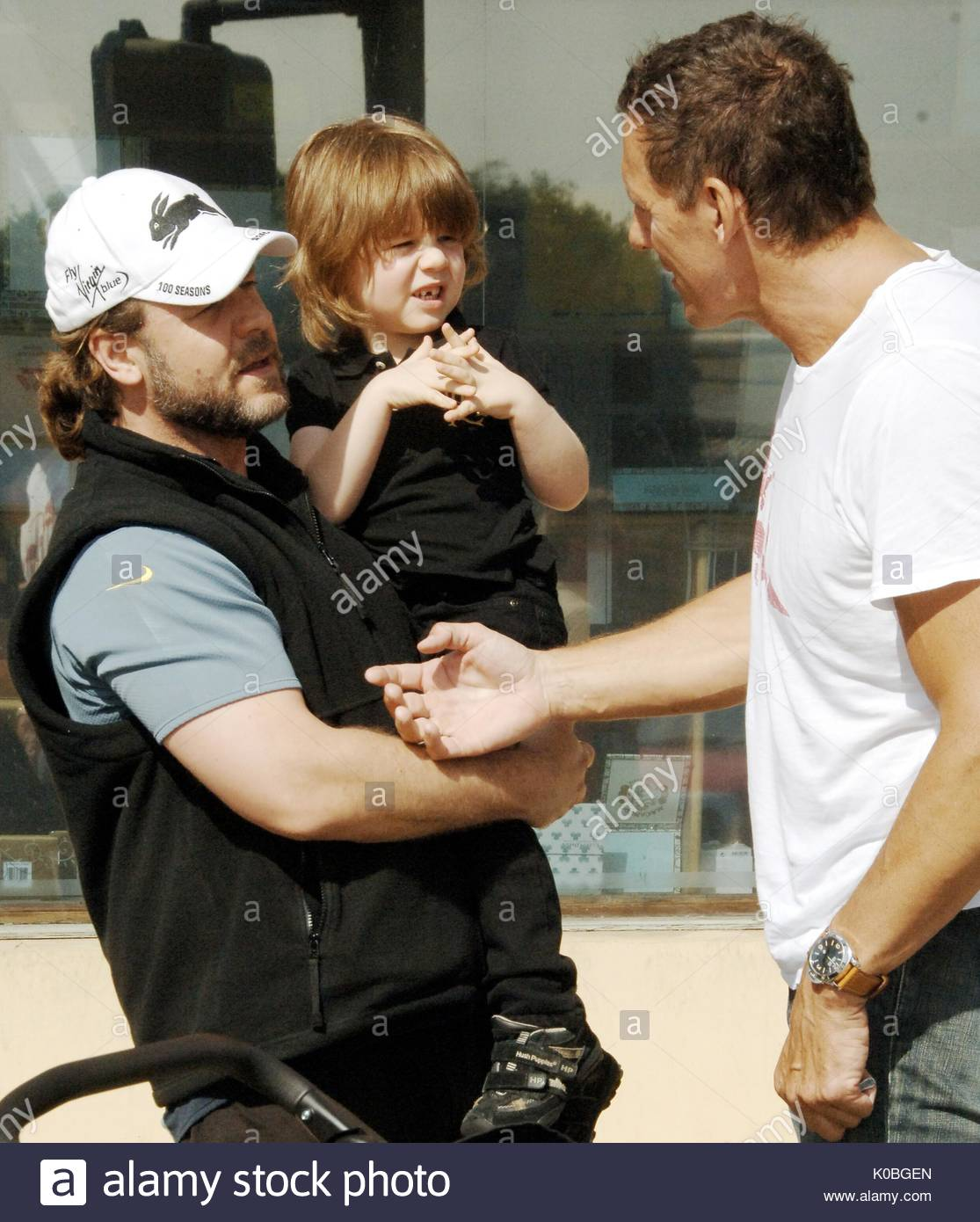 russell crowe with son and ralf moeller russell crowe and. Black Bedroom Furniture Sets. Home Design Ideas
