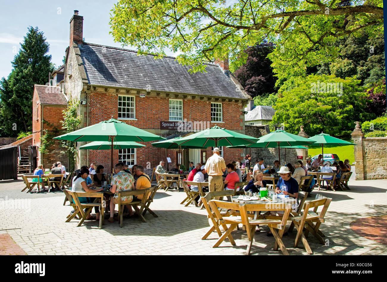 summer pub scene UK countryside - Stock Image