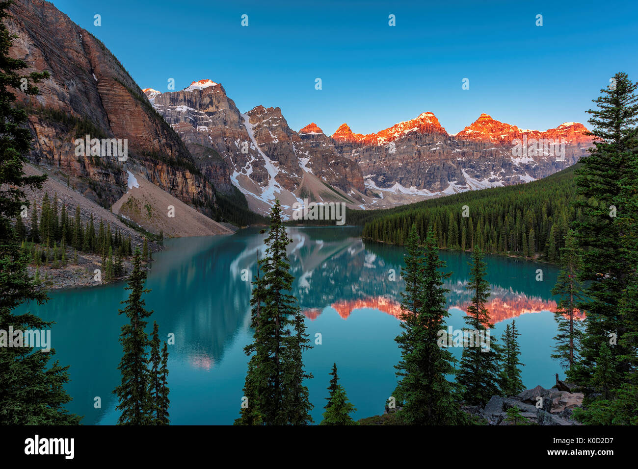 Moraine lake at sunrise in Banff National Park - Stock Image