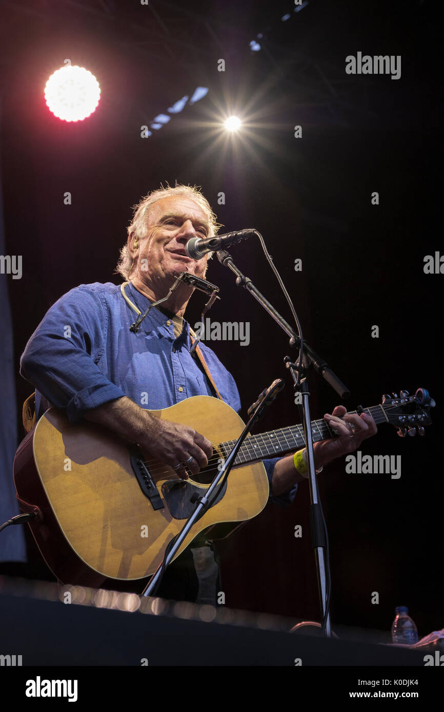 Ralph Mctell performing at the Weyfest music festival, The Rural Life Centre, Tilford, Surrey, England, August 19, 2017 - Stock Image
