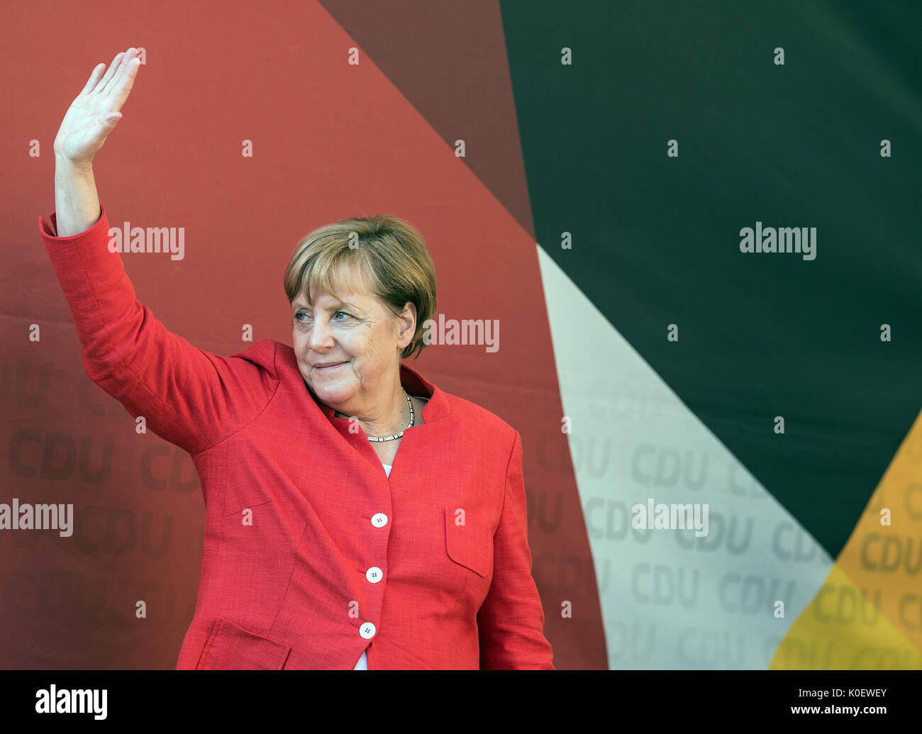 Muenster, Germany. 22nd Aug, 2017. German Chancellor Angela Merkel (CDU) waves to the spectators during her election campaign tour in North Rhine-Westphalia in Muenster, Germany, 22 August 2017. Photo: Federico Gambarini/dpa/Alamy Live News - Stock Image